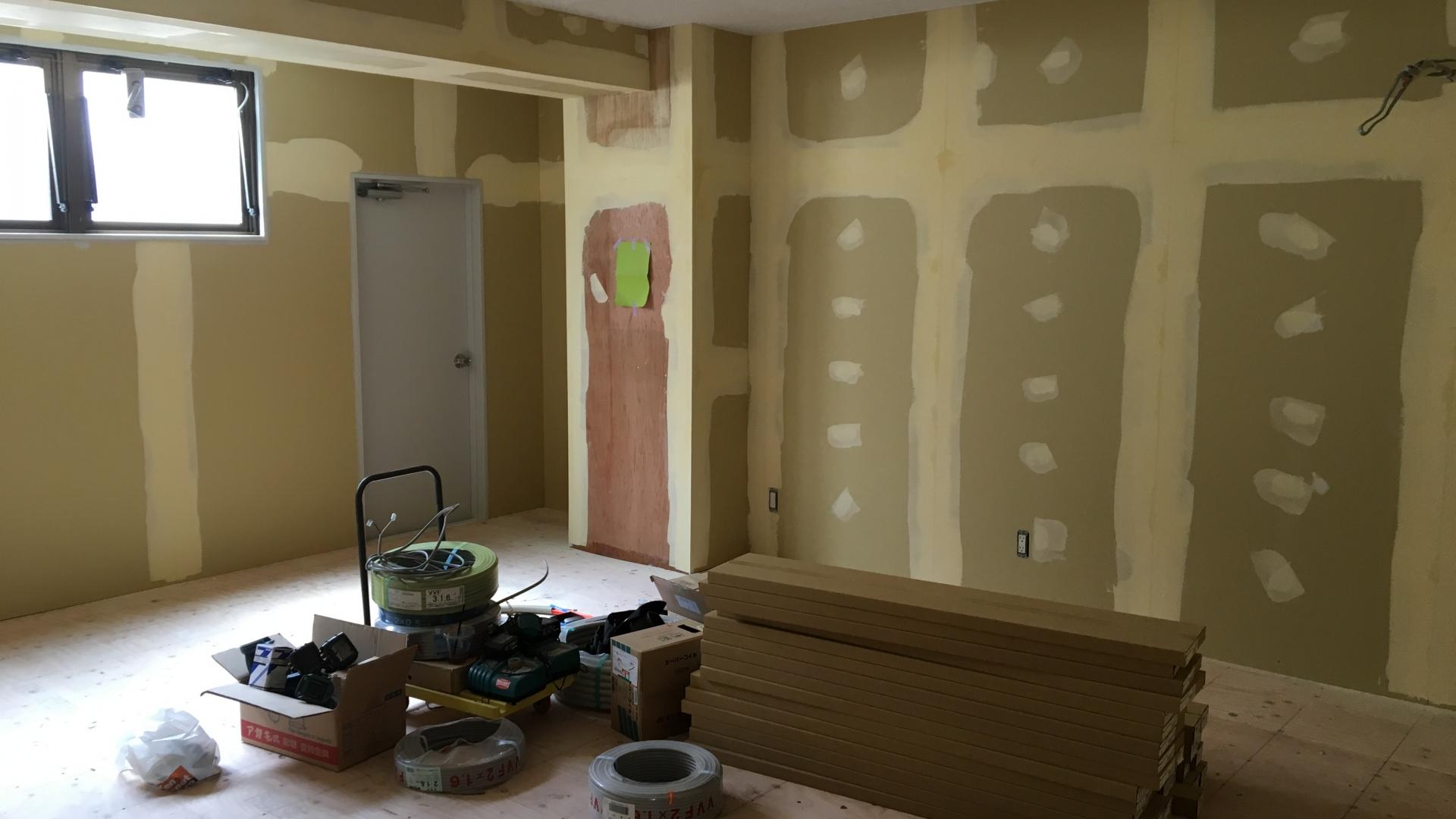 天井・壁・床ボード貼貼り